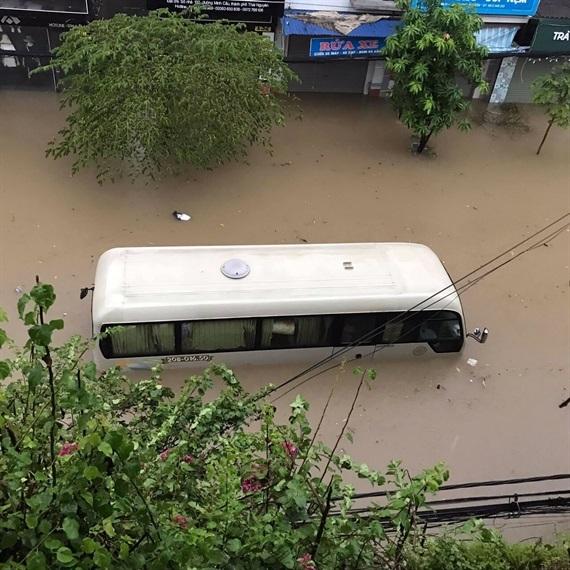 Thái Nguyên ngập nặng sau trận mưa giông lớn sáng nay 7