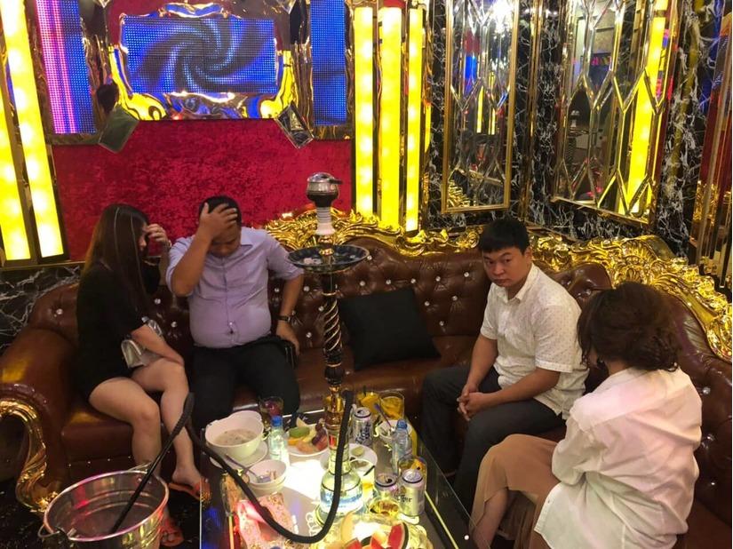 2 nữ tiếp viên bán dâm giá 4 triệu/lượt ở khách sạn trung tâm TP.HCM