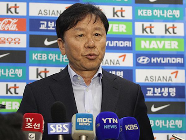 HLV Chung Hae-seong cho biết ông không quan tâm tới ngôi vô địch