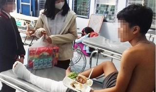 Nam sinh lớp 10 bị đuổi chém đứt gân chân trên đường đi học về