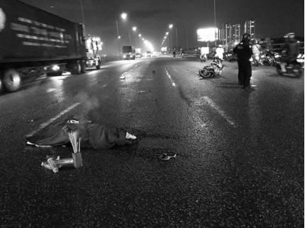 Trích xuất camera truy tìm ô tô cán chết nam sinh trên cầu rồi bỏ chạy
