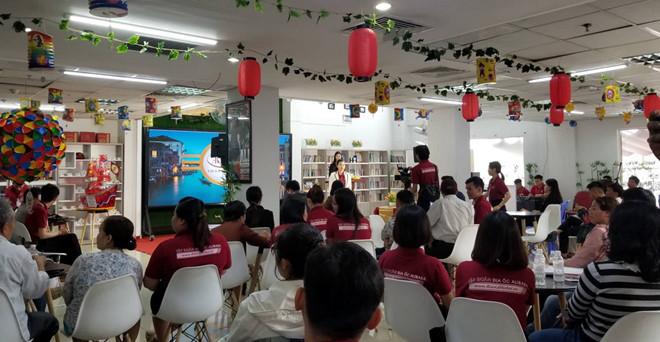 Công ty Alibaba tổ chức buổi phát trực tiếp (livestream) trên mạng xã hội trong sáng 19/9. Ảnh: Thanh Niên
