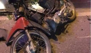 Xe máy 'kẹp 3' đi ngược chiều bị ô tô húc văng, 1 người tử vong