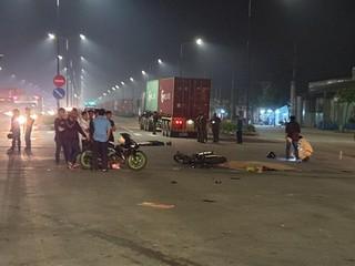 Va chạm với xe container ở ngã tư, 2 vợ chồng trẻ tử vong thương tâm