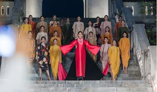 Hoa hậu Mai Phương Thúy bất ngờ làm vedette, đẹp xuất sắc khi diện áo dài