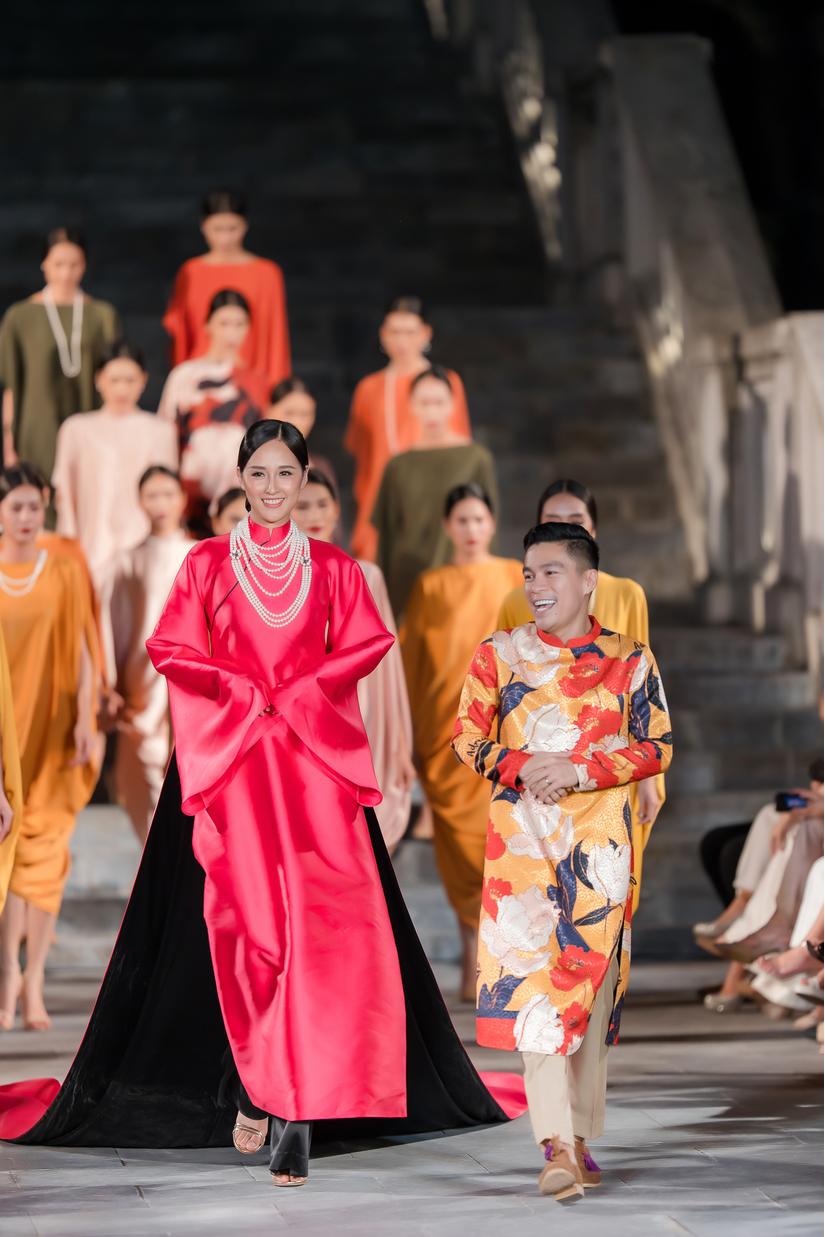 Hoa hậu Mai Phương Thúy bất ngờ làm vedette