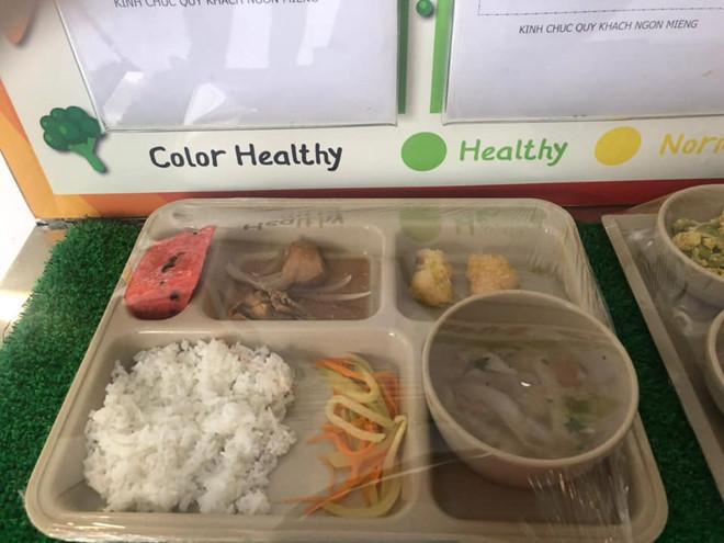 Choáng với mức học phí Trường Quốc tế Việt Úc bị tố cắt xén phần ăn