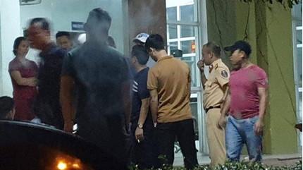 Bắn chỉ thiên cứu 2 cán bộ công an Hà Tĩnh bị vây đánh trong quán karaoke