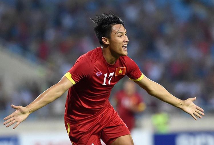HLV Phan Thanh Hùng ủng hộ Mạc Hồng Quân đá cắm trên tuyển Việt Nam