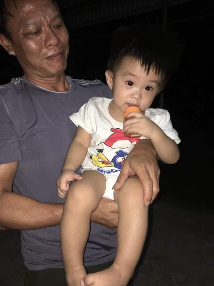 Bé trai 14 tháng tuổi bị bỏ rơi trước cổng chùa có người thân đến nhận