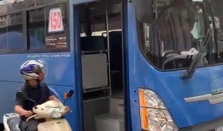 Đình chỉ tài xế xe buýt nhổ nước bọt vào người đi đường gây phẫn nộ