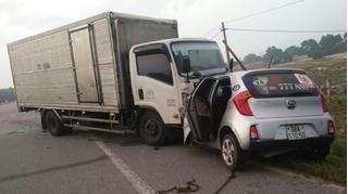 Tài xế taxi cùng hành khách tử vong sau cú đối đầu kinh hoàng với xe tải