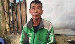 Xót xa hình ảnh người cha già chạy Grab nuôi con trai mắc 2 bệnh nặng