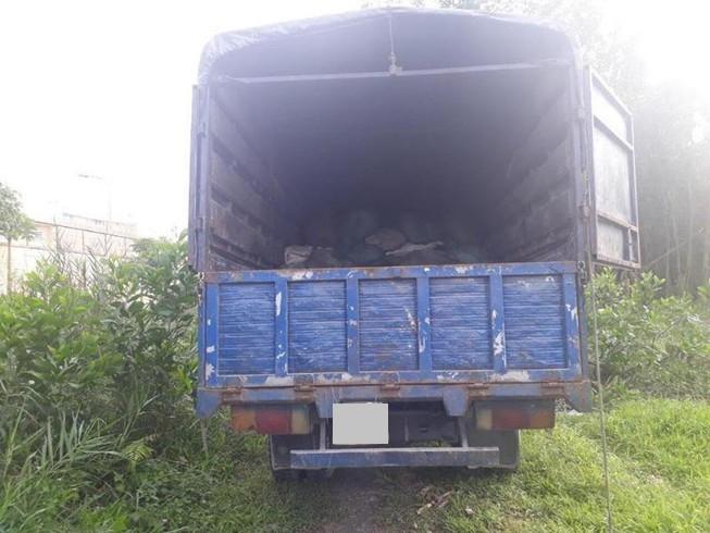 Đỗ xe bên lề đường để ngủ, tài xế xe tải bị trộm 'cuỗm' mất túi xách nửa tỷ