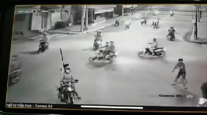 Đã bắt được đối tượng trực tiếp cầm hung khí chém xe dân phòng