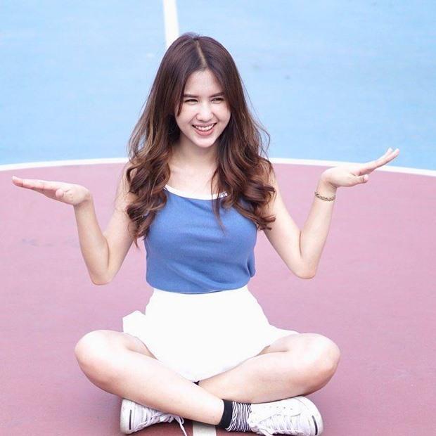 Bạn gái phóng viên xinh đẹp và nóng bỏng của tiền đạo tuyển Thái Lan7