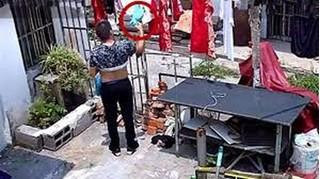 Phó chủ tịch xã bị phát hiện nhiều lần trộm quần lót của cô gái hàng xóm