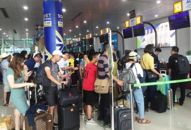 Chửi bới, gây rối ở sân bay nam hành khách bị phạt 4 triệu đồng