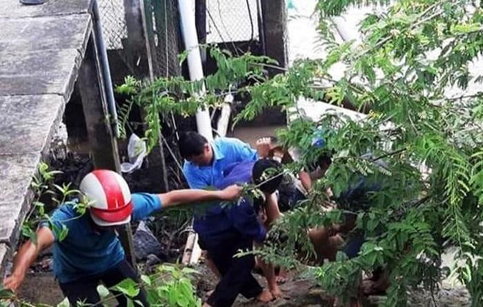 Bến Tre: Sửa máy bơm nước bị điện giật, 3 người chết, 2 người bị thương