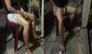Xót xa hình ảnh người phụ nữ bị chồng xích chân vào hiên nhà