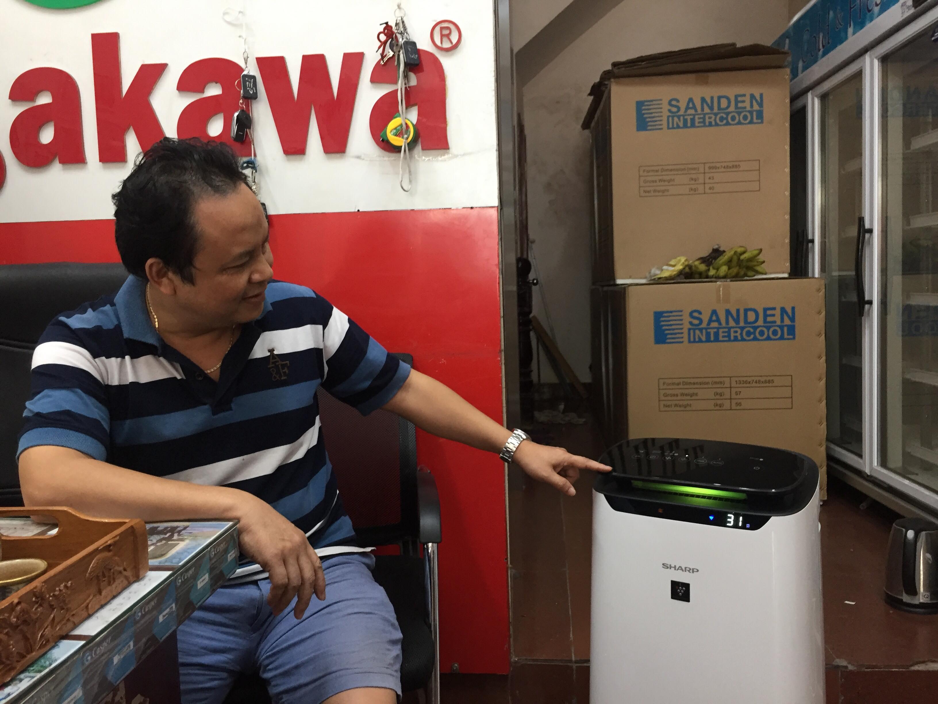 Sợ ô nhiễm không khí, dân Hà Nội chi tiền triệu mua máy lọc bụi