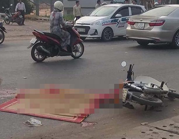 Hiện trường va chạm với xe chở công nhân samsung người đàn ông chết thảm.