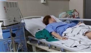 Cô gái trẻ lên cơn co giật, ngất liên tục sau khi nâng ngực