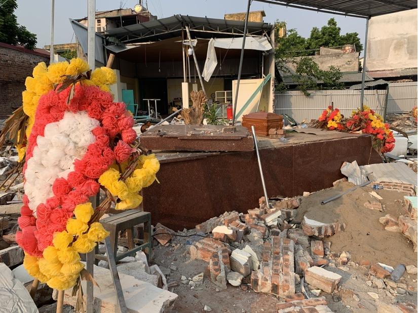 Hà Nội: Huyện Gia Lâm tổ chức cưỡng chế đập phá lăng mộ, không cho lấy hài cốt mẹ?