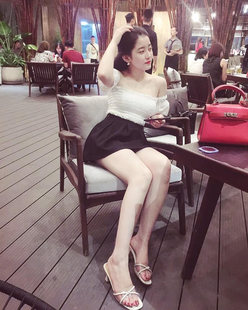 Cận cảnh nhan sắc 'xinh như hot girl' của nữ sinh điều hành môi giới mại dâm
