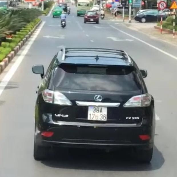 Tài xế xe Lexus nói gì về hành động ngang ngược chặn đầu xe cứu hỏa?