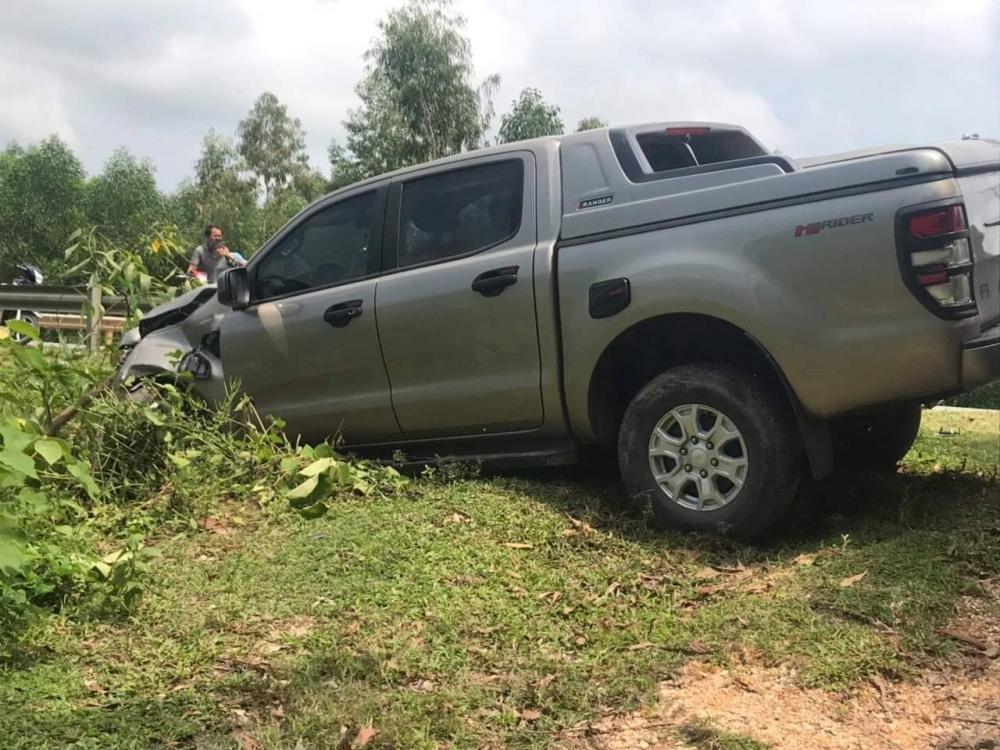 Va chạm với xe bán tải, 2 vợ chồng tử vong
