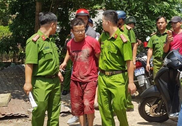 Kẻ quỵt tiền mua dâm, đâm trọng thương 2 người bị công an bắt giữ. Ảnh Vietnamnet.
