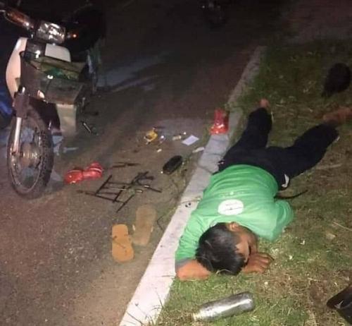 Nóng: Phát hiện tài xế Grab nằm bất tỉnh bên lề đường, nghi bị chuốc thuốc mê cướp tài sản