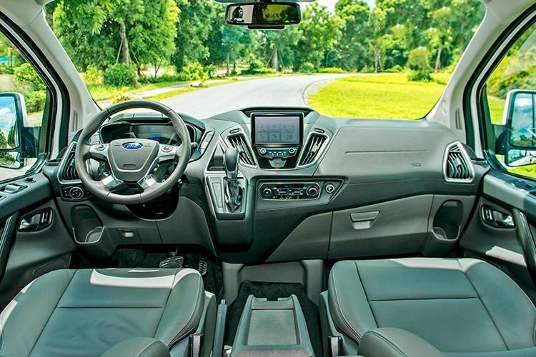 Ford Tourneo giá từ 999 triệu đồng được trang bị gì3