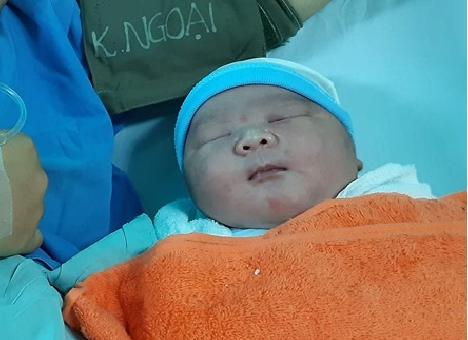 Sản phụ Quảng Nam sinh bé sơ sinh siêu to nặng tới 5,1kg