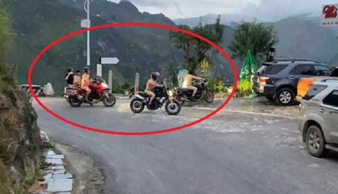 Phẫn nộ với 4 người đàn ông khỏa thân chạy xe máy trên đèo Mã Pì Lèng