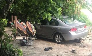 Nữ tài xế lái Honda Civic tông sập miếu Ông Hổ ở Đà Nẵng