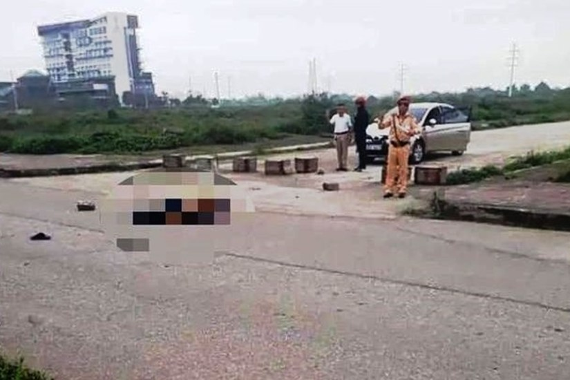 Đứng nhìn thanh niên dùng kéo đâm chết bạn gái, trung tá CSGT bị giáng cấp xuống đại úy