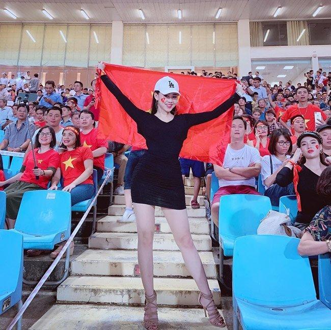 Ảnh nóng bỏng của nữ CĐV được truy lùng sau trận Việt Nam - Malaysia3