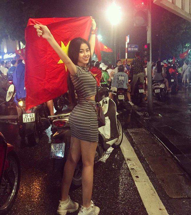 Ảnh nóng bỏng của nữ CĐV được truy lùng sau trận Việt Nam - Malaysia216