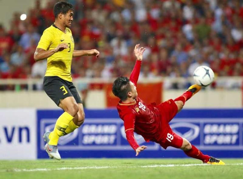 BLV Quang Huy hết lời ngợi khen siêu phẩm của Quang Hải vào lưới Malaysia