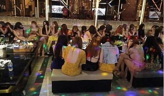 Bắt 34 đối tượng nam, nữ đang 'bay lắc' trong quán karaoke