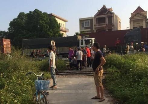 Băng qua đường sắt, người đàn ông bị tàu đâm tử vong