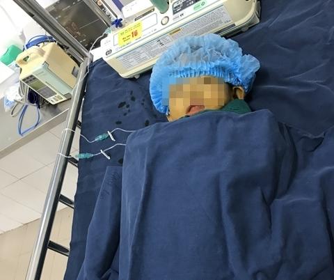Bé gái vừa sinh ra đã mắc bệnh hiểm nghèo, người mẹ quyết định hiến gan để cứu con 2