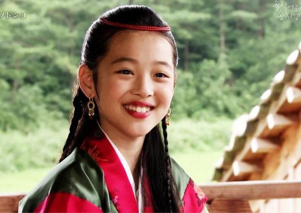 Hành trình từ ngôi sao nhí tới người đẹp nổi tiếng trong Kpop của Sulli