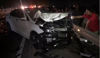 Tông trực diện vào ô tô, 3 người trong một gia đình chết thảm