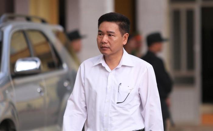 Phó giám đốc Sở GD-ĐT Sơn La khai gì việc tiêu hủy đĩa CD bài thi ngoài nghĩa trang?