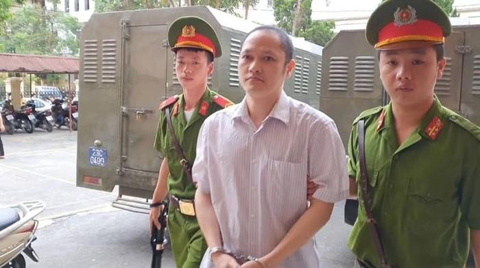 Xét xử vụ gian lận điểm thi Hà Giang: Đánh xe tải chở bài thi về sửa trước mặt công an