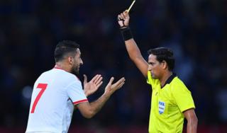 Thầy trò HLV Park 'ngư ông đắc lợi' từ chiếc thẻ vàng trận UAE-Thái Lan