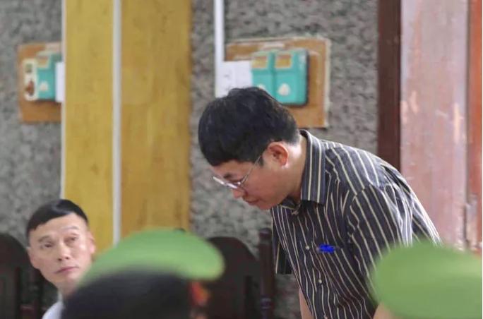 Phó chủ tịch TP Sơn La 'chỉ nhờ xem', con cháu liền được nâng điểm đỗ HV An ninh